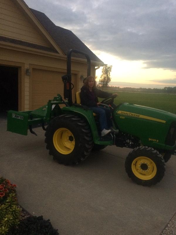2017 John Deere 3025E Yard Tractor 19 - 25 HP
