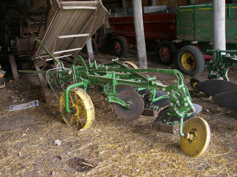 John Deere 4 X 16 Trip Plow